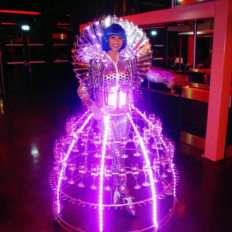 Animation Futuriste Robe champagne Futuroscope