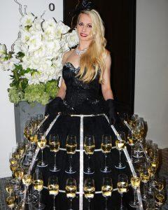 robe à champagne, robe noire, dame coupes de champagne