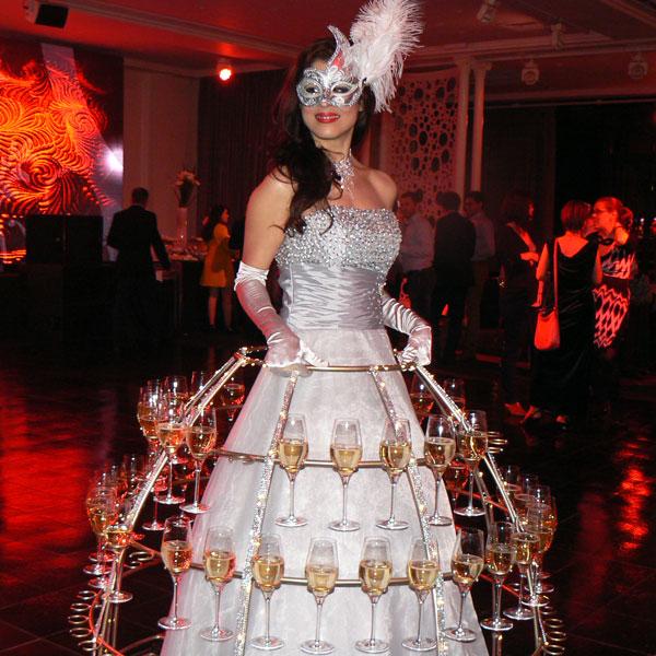 Animation Hotesse champagne serveuse déambulation