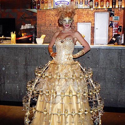 Femme flûtes de Champagne