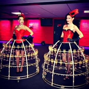 Robe à champagne animation porteuse boissons Cabaret